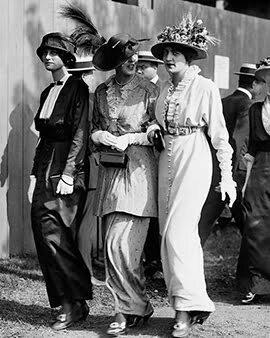 1916 women's street style