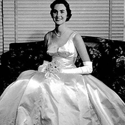 How to Select 1960s Ball Gown Dresses?