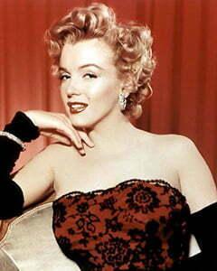 Having Glamorous 1950s Hairstyles for Short Hair Like Marilyn Monroe