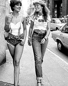 2 women walking in the summer street