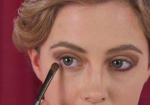 1920-Flapper-Girl-Makeup