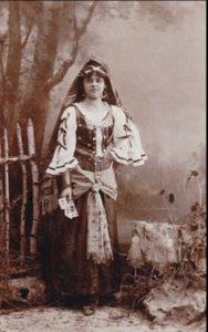 Vintage-Halloween-Costume-women-1930s-Gypsy-Costume