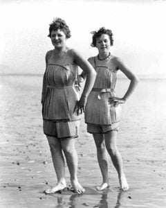 1920s-swimsuits-wooden-5