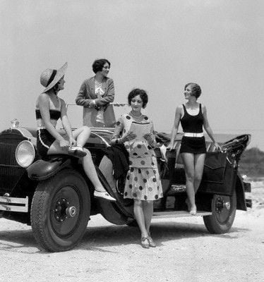 Swimwear Ideas in 1920s V.S. 2020s: How to Wear in Summer Holiday