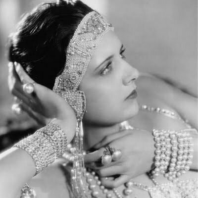 1930s Jewelry Guide: 5 Iconic Styles For Each Accessory