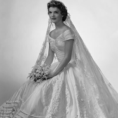 Best Vintage Wedding Dresses for the Beach and No Traditional Samples