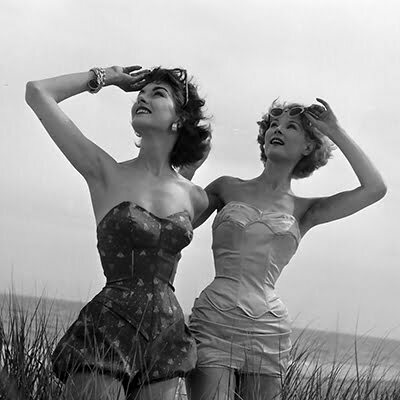 1950s Bathing Suits vs Swimsuits for Women: Which One Looks Good on Hourglass?