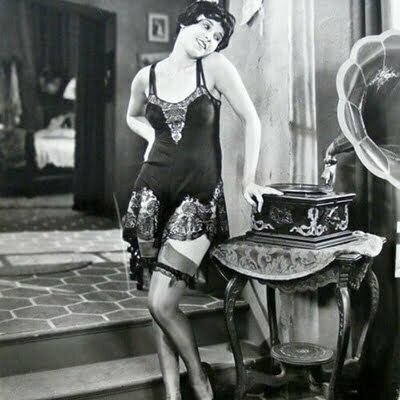 20s Lingerie Guide: Undergarments for Women in 1920s Fashion