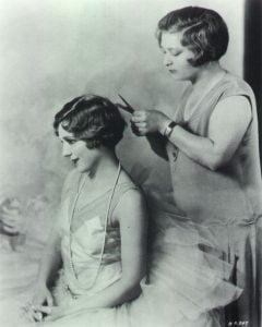 1920s-inward-curly-bob