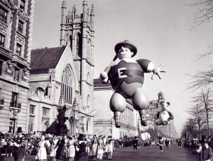vintage-photos-Pilgrim-balloon-1946-Balloon-the-First-Macy's-Thanksgiving-Day-Parade-11