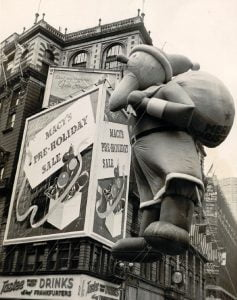 vintage-photos-Santa-Claus-Balloon-the-First-Macy's-Thanksgiving-Day-Parade-in-1940-9