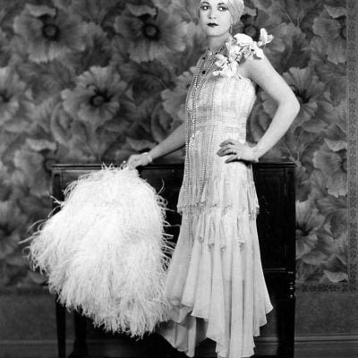 Flapper Accessories DIY Tutorial: 1920s Feather Hair Clip & Feather Fan