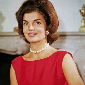 the-flpped-bob-of-Jacqueline-Kennedy-3