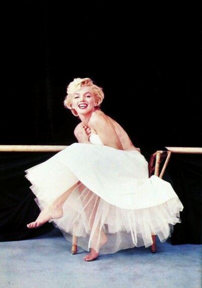 white marilyn monroe dress